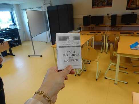 Nos 6 èmes ont voté dsc05360
